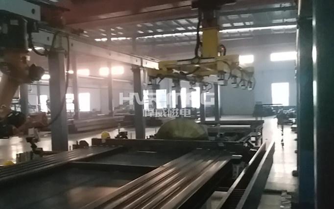 磁力抓手搬运数吨重停车设备框架