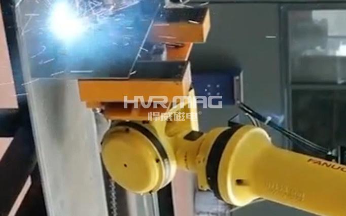 机器人焊接生产线磁力搬运薄板工件