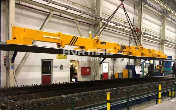 厚重钢板切割线上料_20吨磁力伸缩梁钢板吊具
