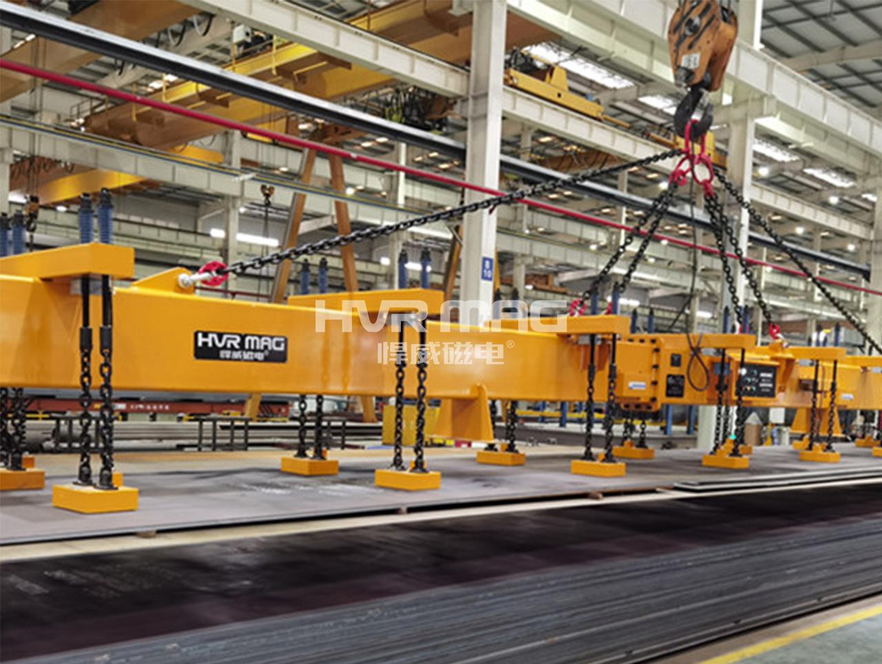 钢板切割上料装置,8吨电永磁铁联合吊运