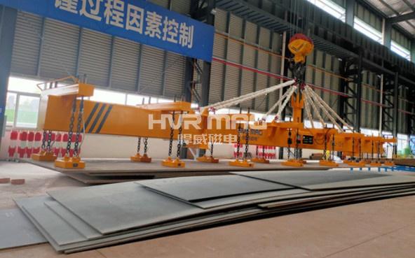 起重电永磁铁吊运15吨重长钢板