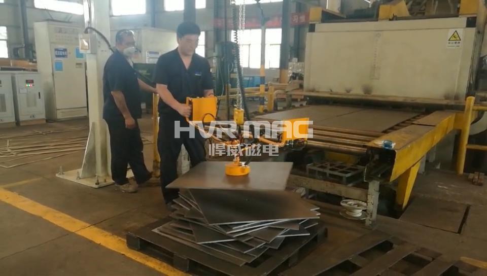钢板校平下料_机械臂搭配电永磁铁_经济又高效