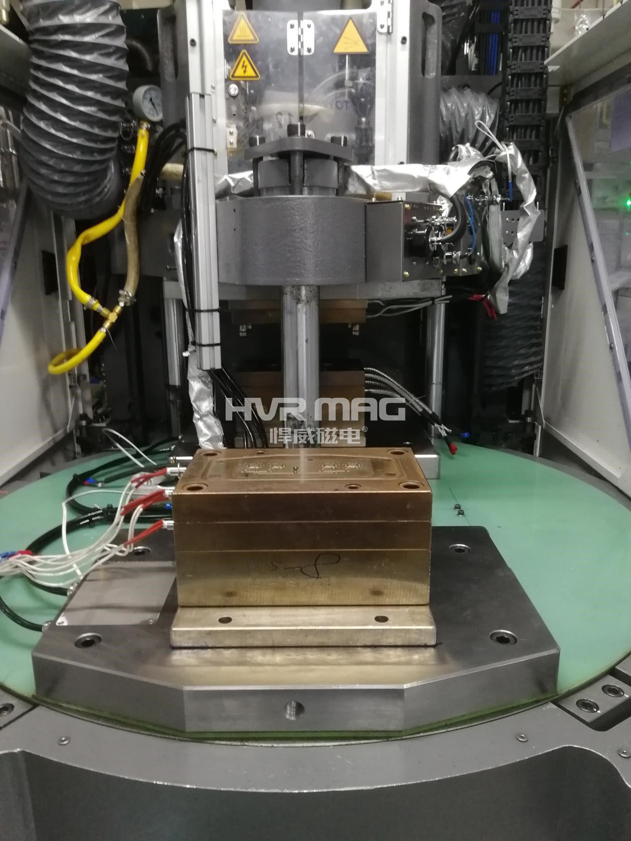 卧式注塑机VS立式注塑机的特点与区别
